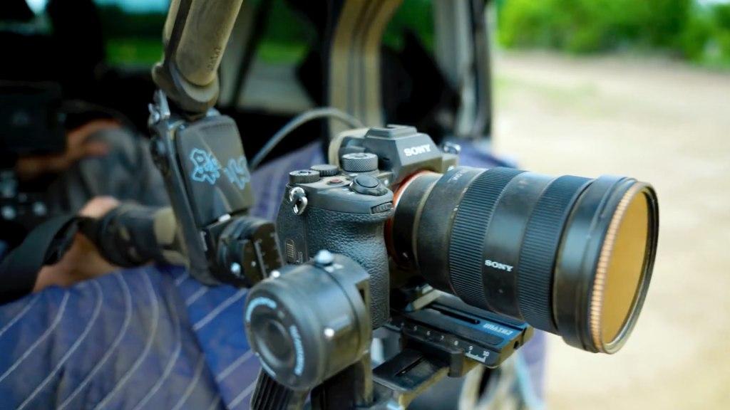 La configuration du cardan : le stabilisateur de cardan à 3 axes Zhiyun-Tech Weebill-2 associé au Sony A7S III, doté d'un objectif 24-70 mm f2.8 G-Master.  Crédit photo : KALA (@KALA.LTD) et Chris Hau