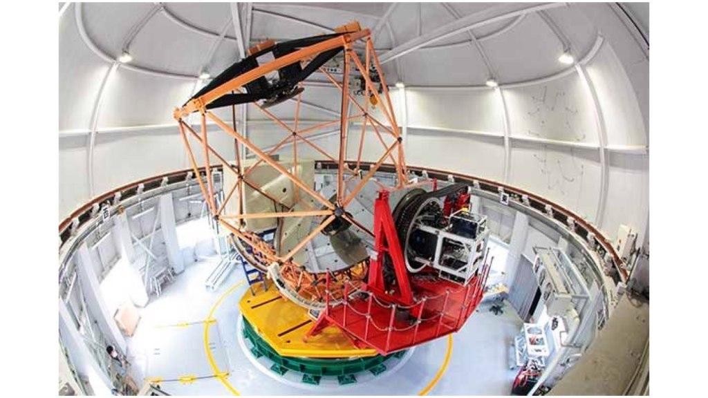 Système TriCCS connecté au télescope Seimei (Image reproduite avec l'aimable autorisation de l'Observatoire d'Okayama, Université de Kyoto)