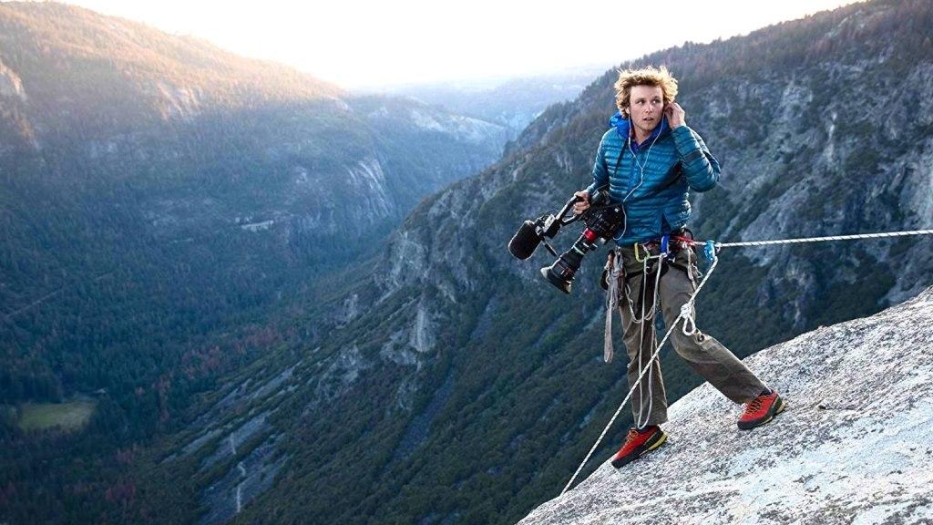 Samuel Crossley sur El Capitan lors de la production de Free Solo.  Photo de Jimmy Chin.  Image de l'IMDB