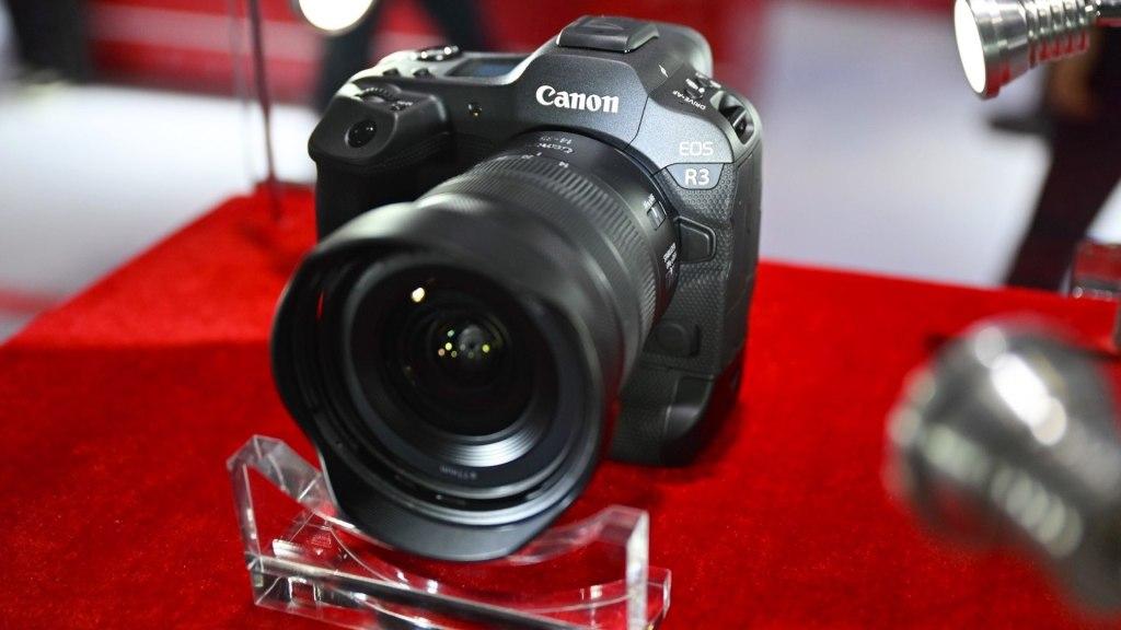Canon EOS R3 repéré au salon de la photo et de l'imagerie de Shanghai.  Photo de ZOL