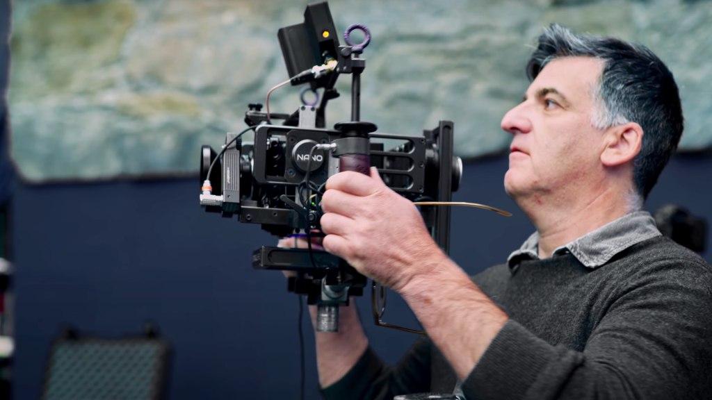 Le directeur de la photographie Henry Braham avec le Stabileye Nano sur le tournage de The Suicide Squad