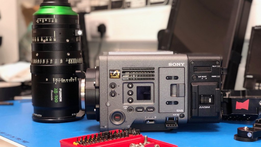 Construction de la charge utile HFS Shotover F1 Sony Venice.  Image - aérien, dp, Jeremy Braben, Assoc.  BSC, Hélicoptère Film Services