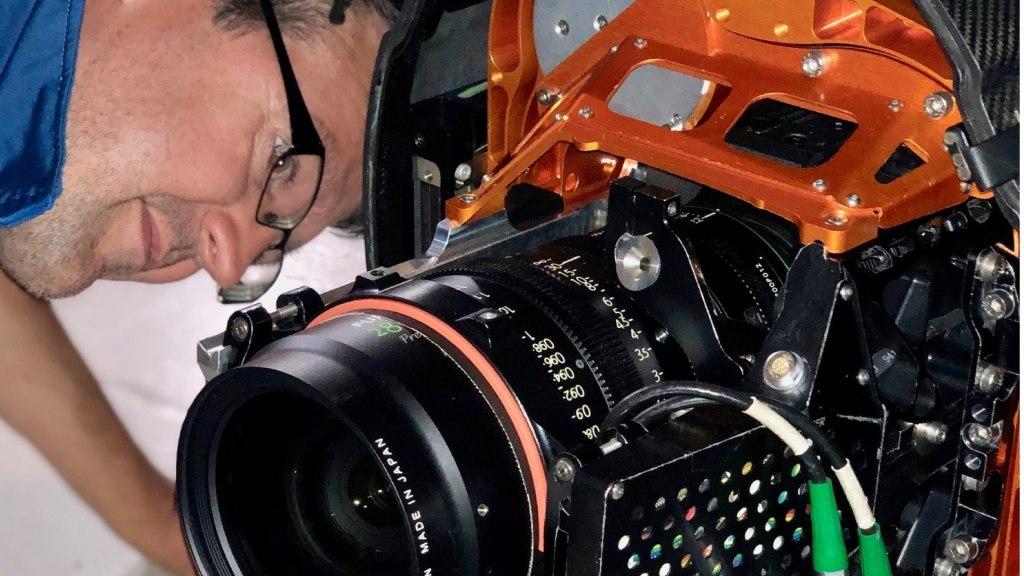 Construction de la charge utile HFS Shotover F1 avec la super technologie aérienne, Oliver Ward.  Image - aérien, dp, Jeremy Braben, Assoc.  BSC, Hélicoptère Film Services