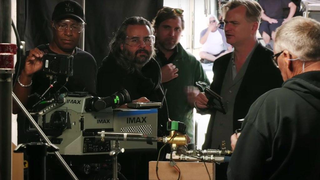 Principe derrière la scène : Christopher Nolan avec DP Hoyte van Hoytema.  Photo : Warner Bros.