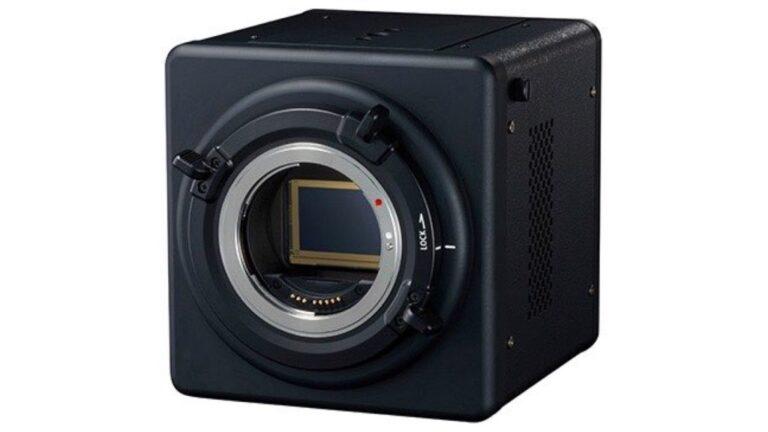 La caméra polyvalente plein format de Canon aide à la recherche sur les trous noirs