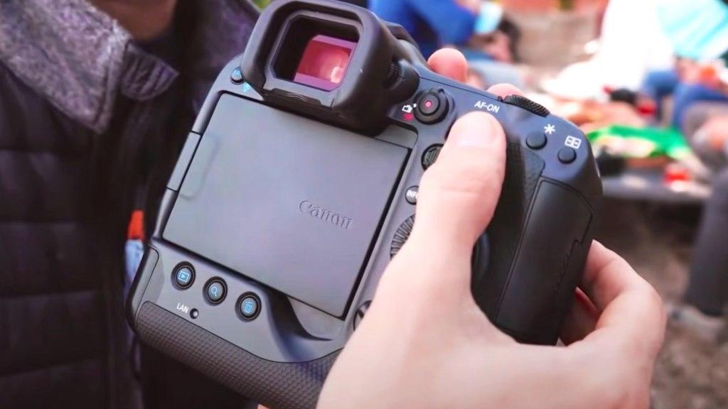 Interface arrière Canon EOS R3.  Photo : Gianluca Bocci