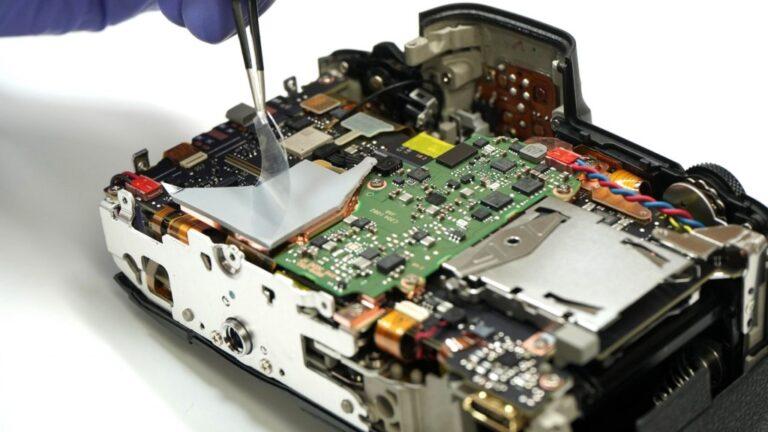 Problèmes de surchauffe du Canon EOS R5 résolus en installant une plaque de cuivre