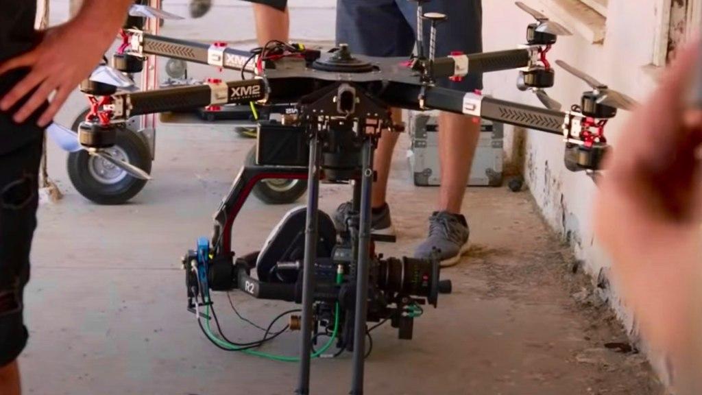 Caméra filmée sur un drone XM2.  L'ensemble de Westworld.  Image : HBO